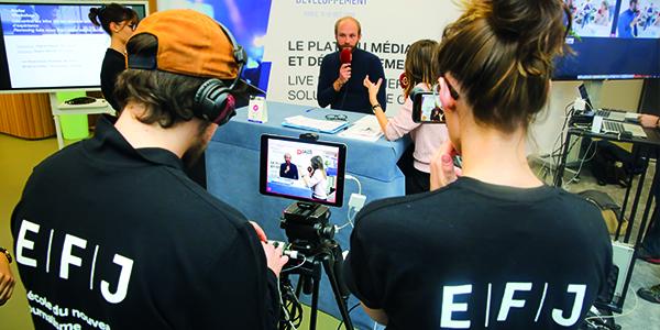 Interviews de professionnels au Forum Médias et Développement par les étudiants de l'école de journalisme EFJ